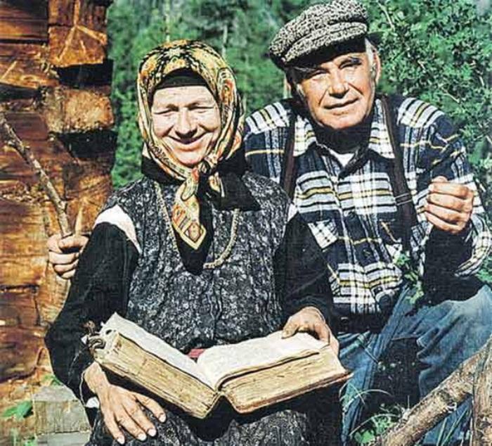 Агафья Лыкова и Василий Песков | Фото: oursociety.ru
