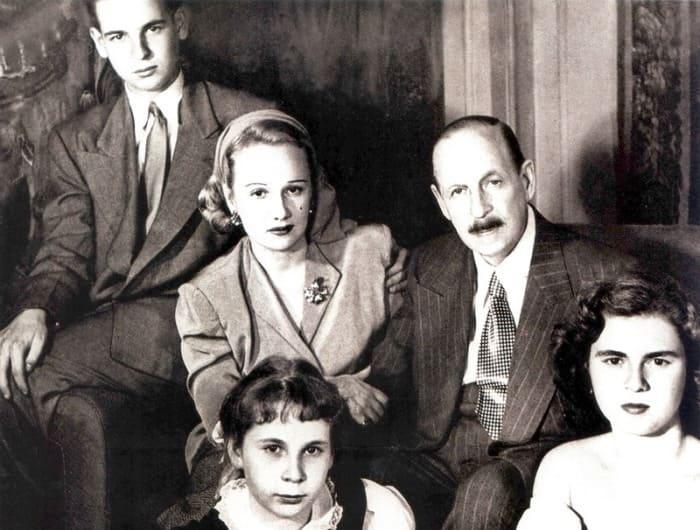 Имре Кальман с женой Верой и детьми | Фото: liveinternet.ru