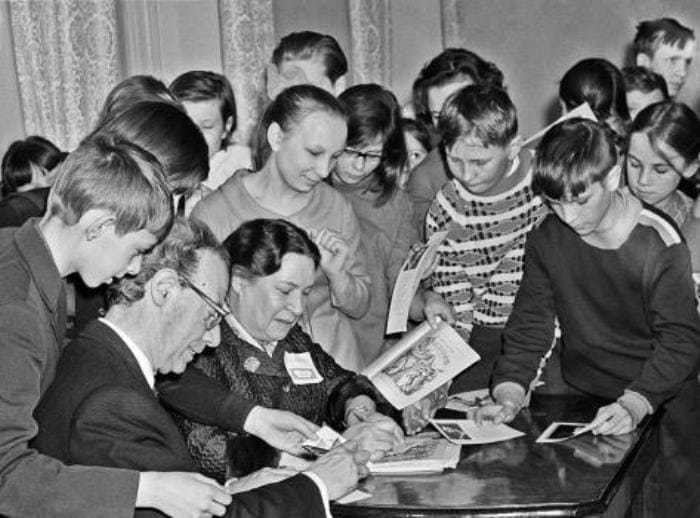 Писательница со своими любимыми читателями | Фото: biography-life.ru