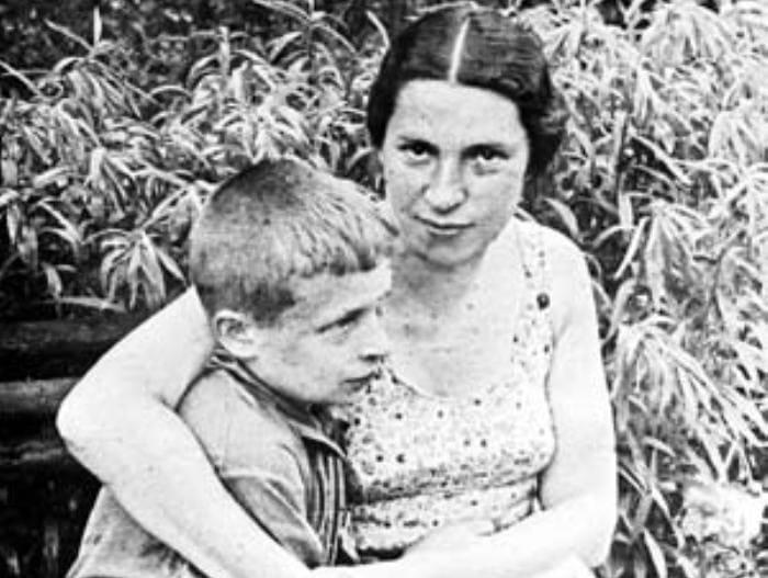 Писательница с сыном | Фото: iledebeaute.ru