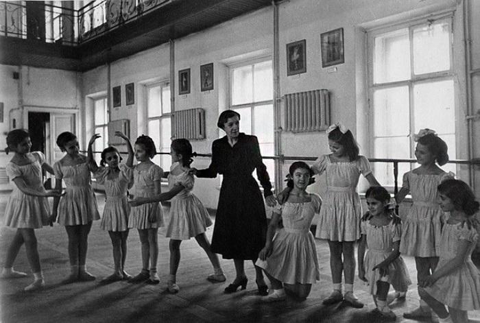Агриппина Ваганова со своими ученицами | Фото: vaganovaacademy.ru