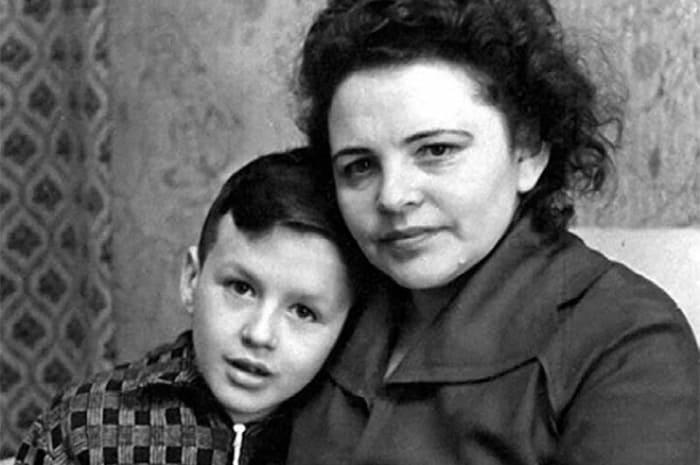 Александр Барыкин с матерью | Фото: 24smi.org