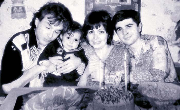 Певец с первой женой Галиной и детьми Георгием и Кирой | Фото: joinfo.ua