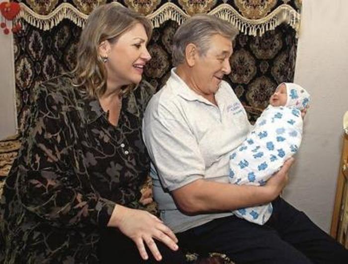 Александр Белявский с женой Людмилой и дочерью Сашей | Фото: biography-life.ru