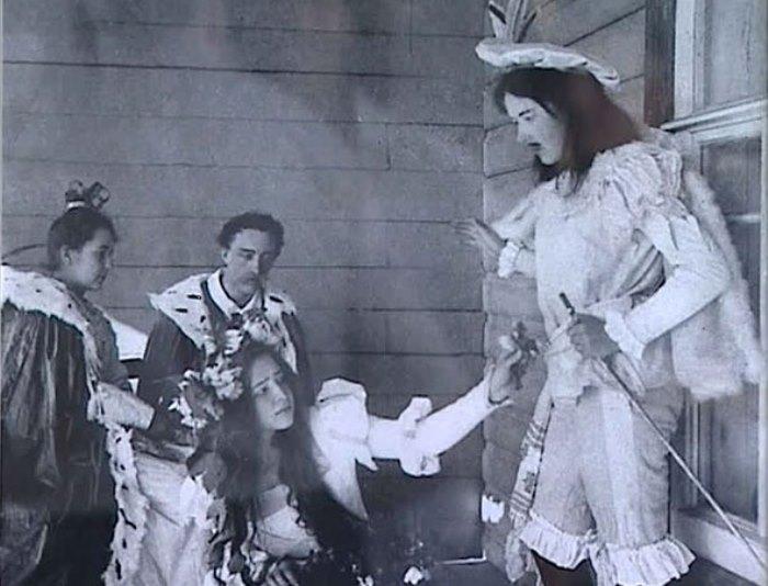 Сцена из домашней постановки *Гамлета* | Фото: litena.ru