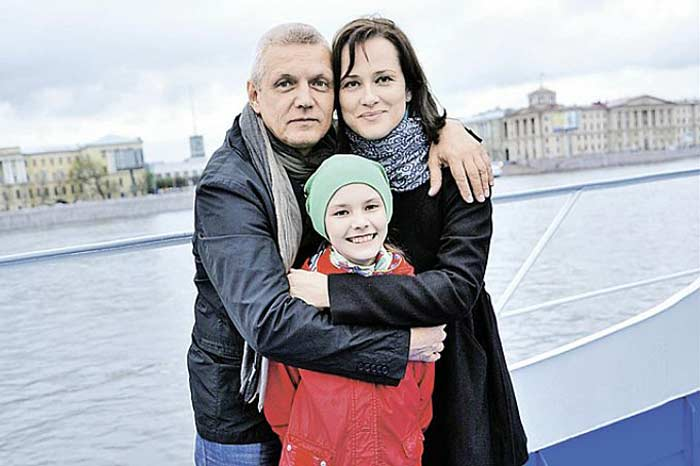 Актер с семьей | Фото: stuki-druki.com