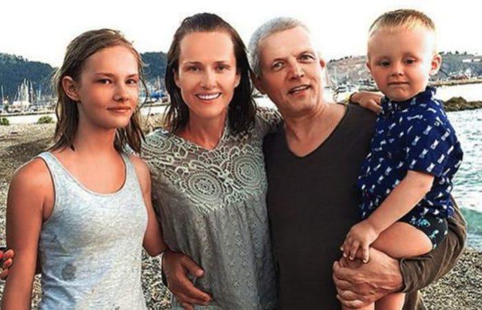Актер с семьей | Фото: uznayvse.ru