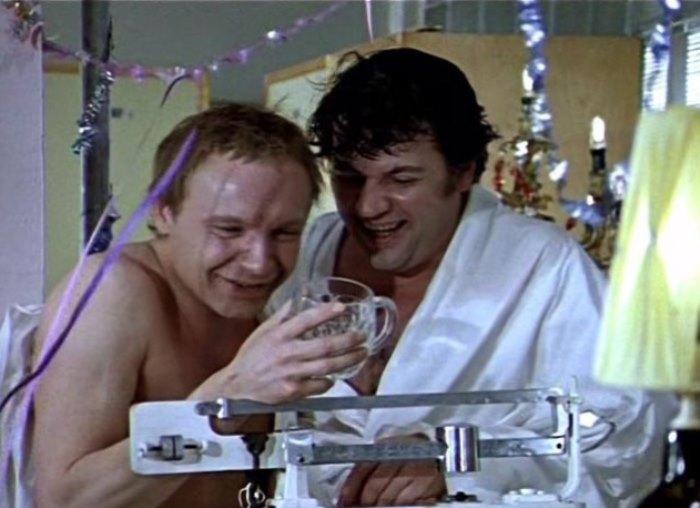 Кадр из фильма *Ирония судьбы, или С легким паром!*, 1975 | Фото: showbizdaily.ru