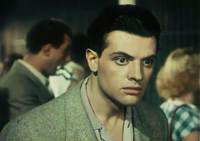 Александр Ширвиндт в фильме *Она Вас любит*, 1956 | Фото: kino-teatr.ru