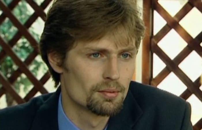 Александр Соловьев-младший в сериале *Боец*, 2004 | Фото: kino-teatr.ru