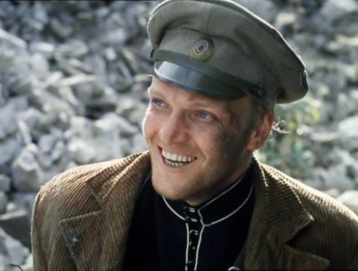 Кадр из фильма *Свой среди чужих, чужой среди своих*, 1974 | Фото: kino-teatr.ru