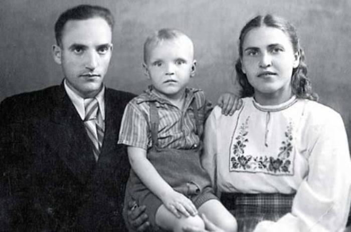 Саша Кайдановский с родителями | Фото: 24smi.org