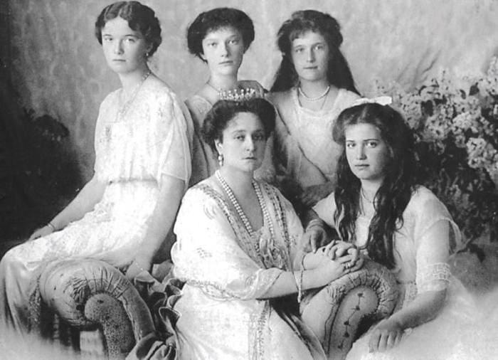 Императрица с дочерьми | Фото: moiarussia.ru