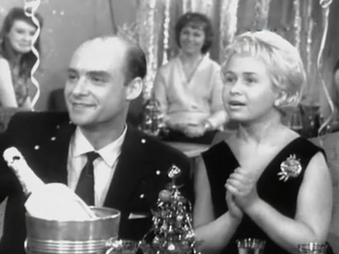 Н. Добронравов и А. Пахмутова. Кадр из *Новогоднего календаря*, 1965 | Фото: kino-teatr.ru