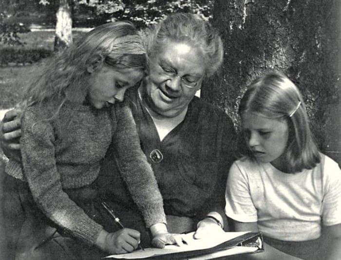 Александра Толстая с внучкой брата Михаила Таней (слева). США, 1949 | Фото: myslo.ru