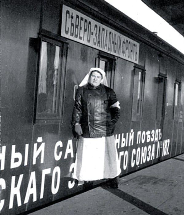 Медсестра Александра Толстая на фронте | Фото: myslo.ru