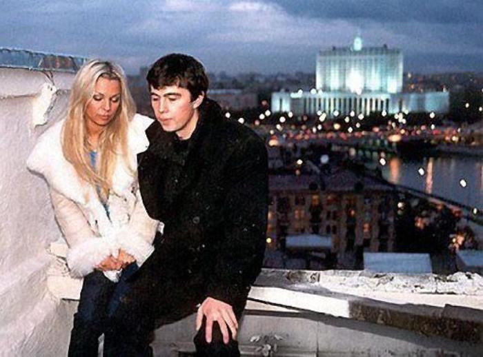 Ирина Салтыкова и Сергей Бодров на съемках фильма *Брат-2* | Фото: lifeonphoto.com