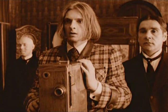 Кадр из фильма *Про уродов и людей*, 1998 | Фото: kino-teatr.ru