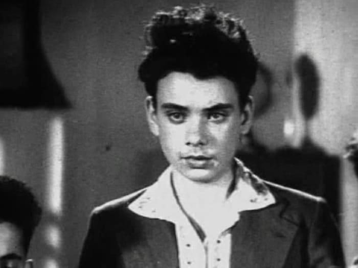 Алексей Баталов в фильме *Зоя*, 1944   Фото: kino-teatr.ru