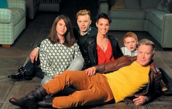 Актер с женой и детьми | Фото: 2aktera.ru