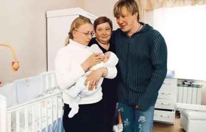 Актер с первой женой и сыном | Фото: uznayvse.ru