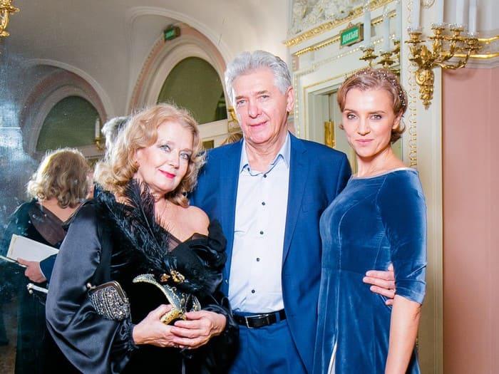 Актриса с дочерью Ксенией Алферовой и мужем Сергеем Мартыновым | Фото: liveinternet.ru