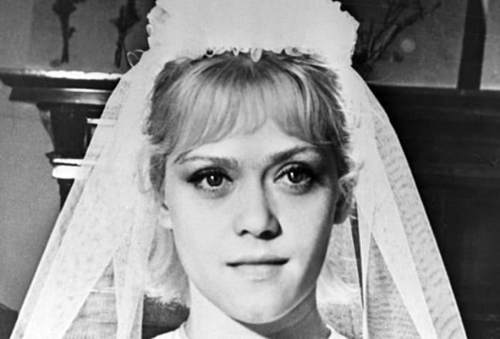 Алиса Фрейндлих в роли невесты в фильме *Приключения зубного врача*, 1965 | Фото: aif.ru