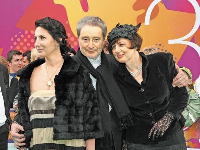 Актриса с отцом и его второй женой Галиной Аксеновой | Фото: sobesednik.ru