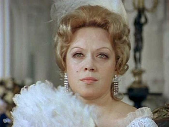 Алиса Фрейндлих в фильме *Соломенная шляпка*, 1975   Фото: kino-teatr.ru