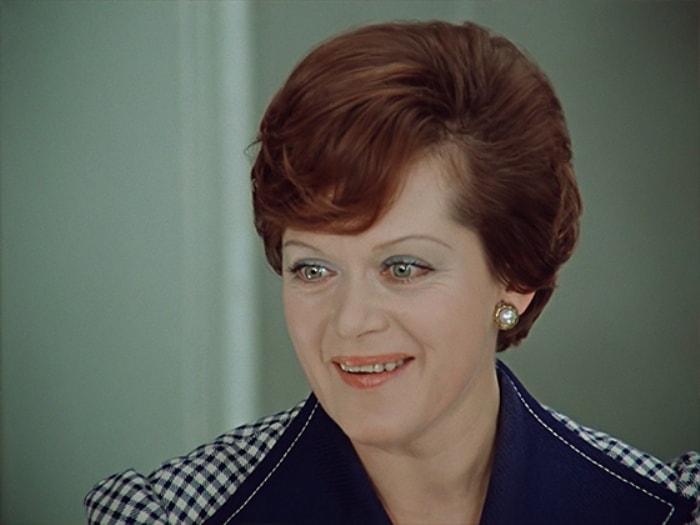 Алиса Фрейндлих в фильме *Служебный роман*, 1977 | Фото: uznayvse.ru