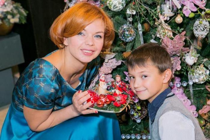 Актриса с сыном Алексеем   Фото: 2aktera.ru