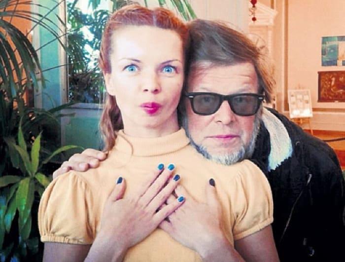 Алиса с отцом, музыкантом Борисом Гребенщиковым   Фото: 24smi.org