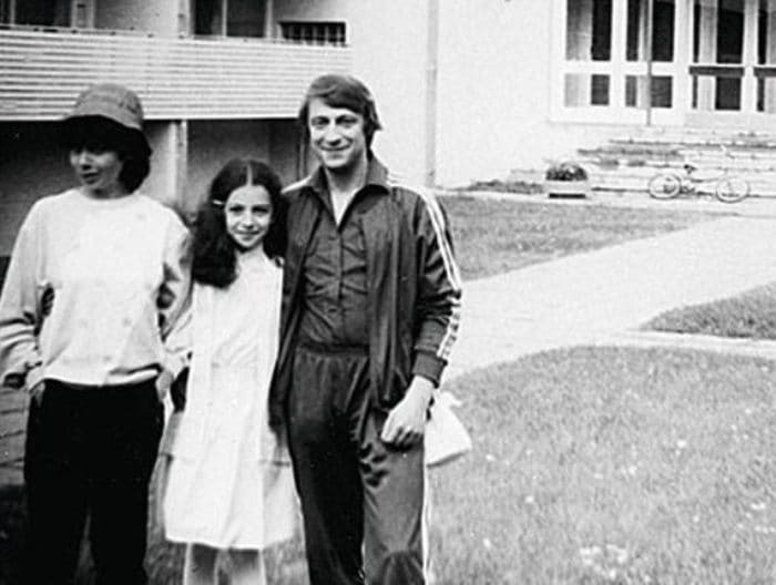 Алиса Хазанова с родителями   Фото: uznayvse.ru