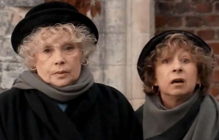 Алла Будницкая и Лия Ахеджакова в сериале *Горыныч и Виктория*, 2005 | Фото: kino-teatr.ru