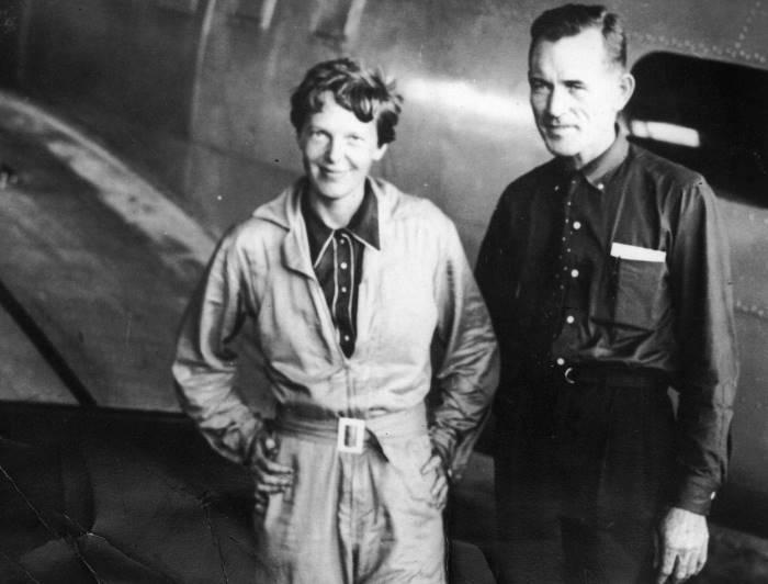 Амелия Эрхарт и Фред Нунан во время кругосветного перелета, Бразилия, июнь 1937 г. | Фото: alex-mandel.dreamwidth.org