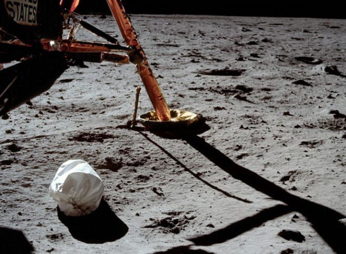 Первое фото Нила Армстронга после спуска на Луну | Фото: mosmonitor.ru