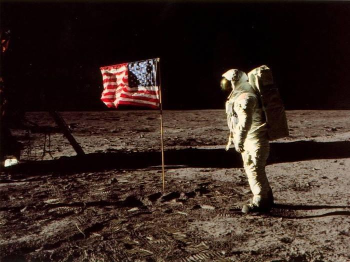 Американский космонавт на Луне | Фото: photobucket.com