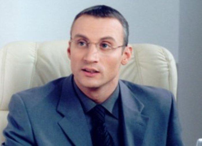 Анатолий Белый в сериале *Умножающий печаль*, 2005   Фото: kino-teatr.ru