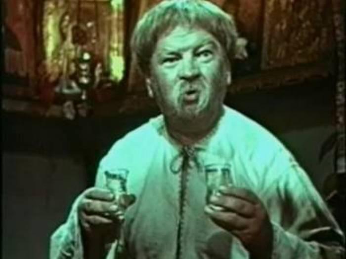 Актер в роли кума Панаса в *Ð'ÐµÑ‡ÐµÑ€Ð°Ñ Ð½Ð° Ñуторе близ Диканьки*, 1961 | Фото: kino-teatr.ru