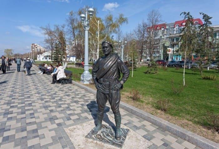 Памятник товарищу Сухову в Самаре | Фото: starhit.ru