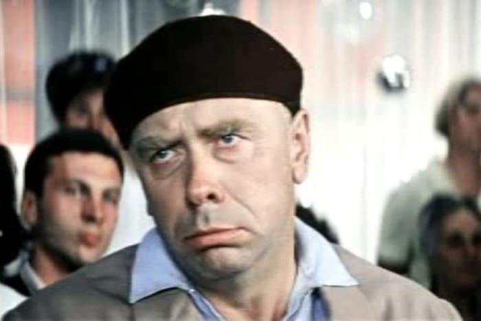 Анатолий Папанов в фильме *Бриллиантовая рука*, 1968 | Фото: kino-teatr.ru