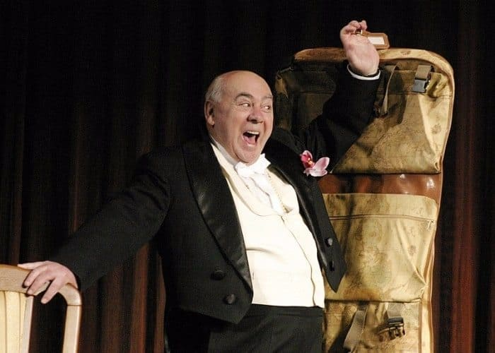 Актер на сцене театра   Фото: biographe.ru