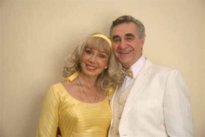 Актер с бывшей супругой, Татьяной Васильевой, в спектакле *Розыгрыш* | Фото: devro.lv