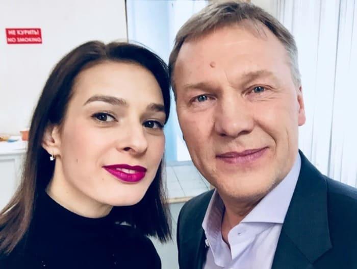 Актер со второй женой, Полиной Приходько | Фото: veasy.ru
