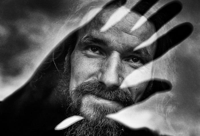 Портрет иеродиакона Ильи *Отражение человеческой души*, за который фотограф получил престижную международную награду | Фото : devyatka.ru