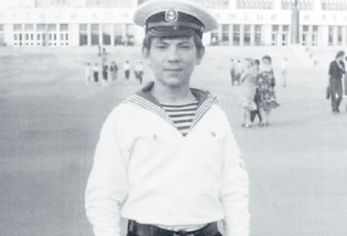 Андрей Федорцов во время учебы в мореходном училище | Фото: showbiz.mediasole.ru