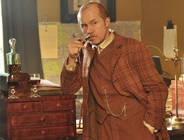 Андрей Панин в сериале *Шерлок Холмс*, 2013 | Фото: kino-teatr.ru