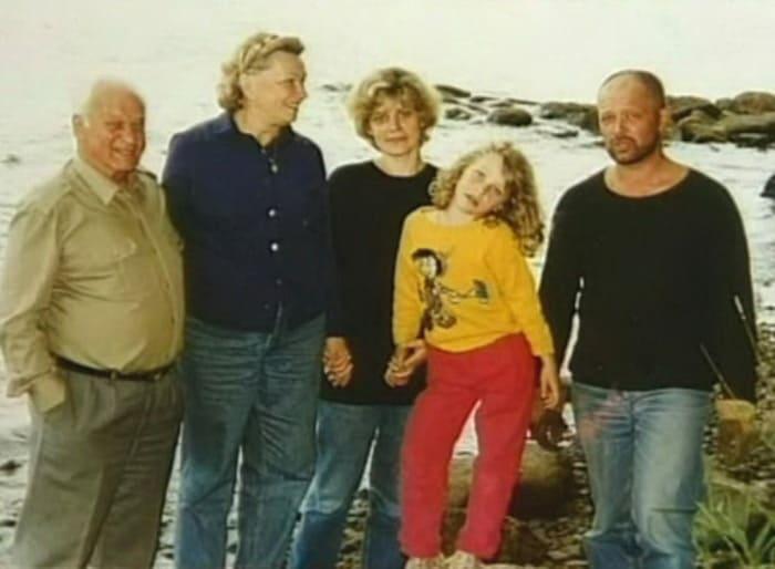 Андрей Ростоцкий с родителями, женой и дочерью | Фото: kino-teatr.ru