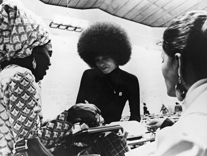 Защитница прав чернокожих Анджела Дэвис   Фото: tvc.ru