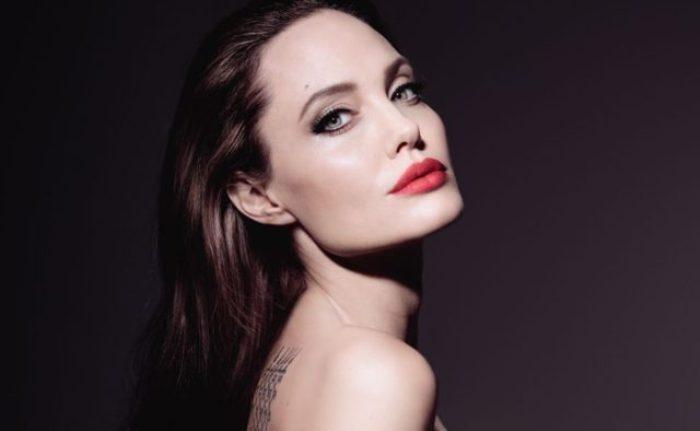 Знаменитая американская актриса и режиссер Анджелина Джоли | Фото: politeka.net